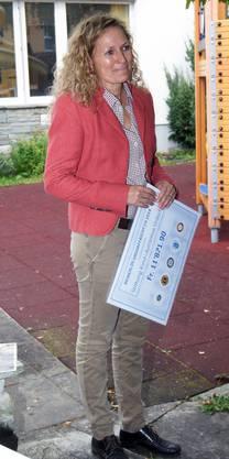 Annette Haug, die Gesamtleiterin der Stiftung Kind & Autismus freut sich am grossartigen Erlös von rund 12 000 Franken zugunsten der Stiftung Kind & Autismus Urdorf.jpg