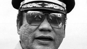 Ein Bild aus besseren Zeiten: Manuel Noriega noch im Amt (Archiv)