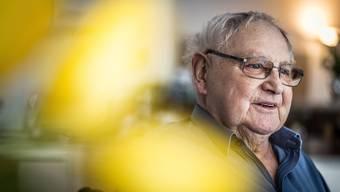Volksschauspieler Jörg Schneider (80) in seiner Wohnung in Wetzikon: «War ich auf einem Tiefpunkt, habe ich mir gesagt: ‹Chumm grüble nid dra ume.›»