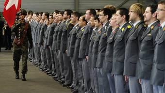 Für die Junge CVP ist die Armee ein Teil der Schweiz. (Symbolbild)