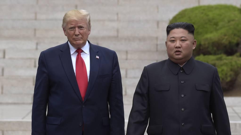 Staatsmedien: Nordkoreas Diktator Kim Jong Un (rechts) hat sich lobend über US-Präsident Donald Trump (links) geäussert. (Archivbild)