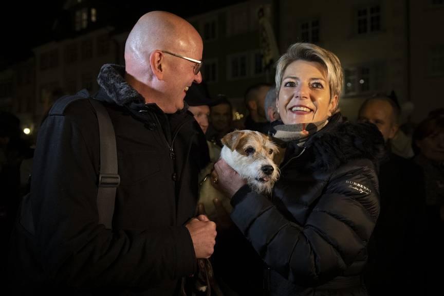 Im vergangenen Dezember war Picasso noch mit Karin Keller-Sutter und Ehemann Morten beim Wahlempfang in Wil. (Bild: Keystone/Gian Ehrenzeller)