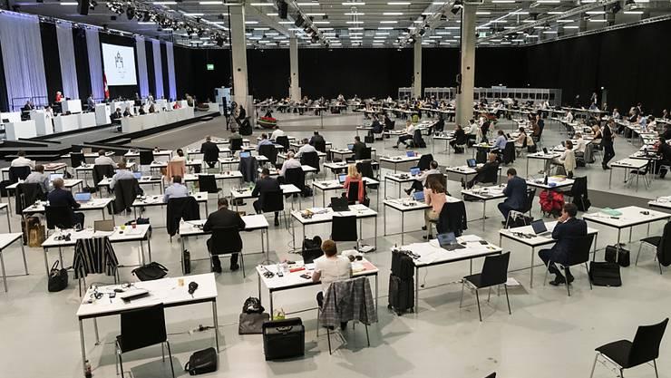 Im Zentrum der ausserordentlichen Session in den Berner Messehallen stehen die Milliardenkredite zur Bewältigung der Corona-Krise. Der Nationalrat hat diese allesamt genehmigt.