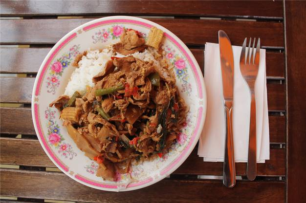 Thailändisch – mit wunderbar zartem Fleisch.
