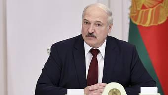 Alexander Lukaschenko, Präsident von Belarus, nimmt an einem Treffen teil. (zu dpa: EU bringt Sanktionen gegen Lukaschenko auf den Weg) Foto: Nikolai Petrov/POOL BelTa/AP/dpa