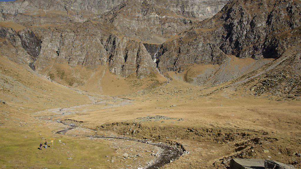 Mit einer Wanderung durch die Alpen will die Projektgruppe whatsalp den Wandel und den Zustand der Alpen dokumentieren. (Archivbild vom Piz Adula GR/TI)