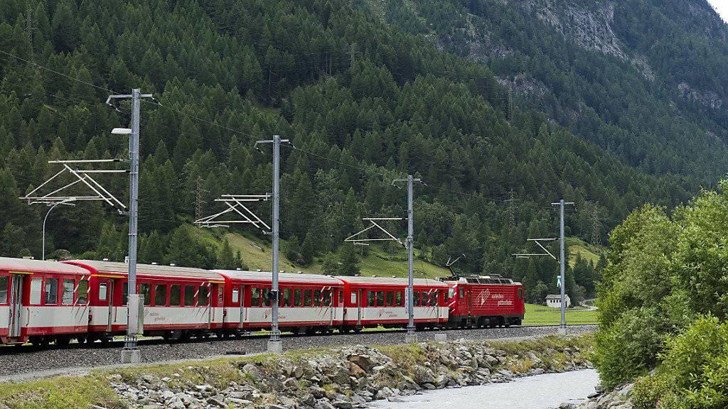 Nach dem ersten Betriebsjahr 1891 mit rund 33'000 Passagieren wuchs der Personenverkehr auf der Schiene im Mattertal zwischen Visp und Zermatt bis heute auf über drei Millionen Passagiere an. (Archivbild)