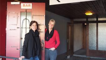 Die Mitinitiantinnen Dora Freiermuth und Regula Laux in der ehemaligen «Schützen»-Bar, wo die «IG Asyl» einen Treffpunkt einrichtet.