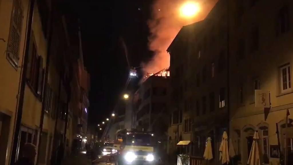 Zwei Verletzte bei Dachstockbrand in Kleinbasler Altstadt