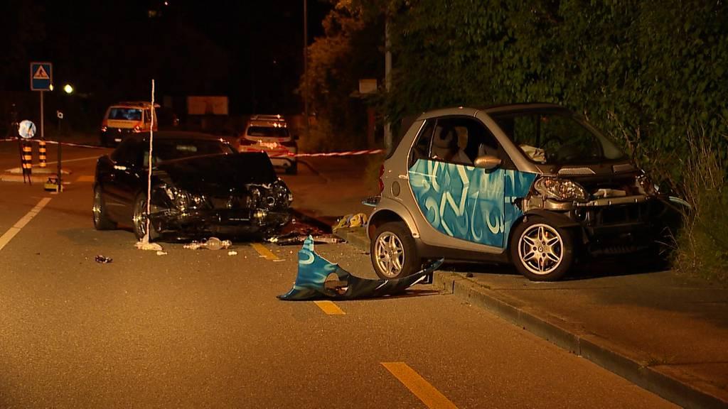 Frontalkollision zwischen Smart und Mercedes fordert zwei Verletzte