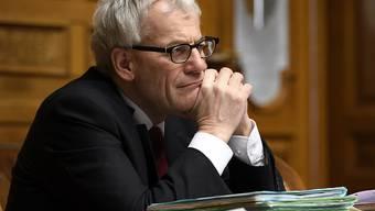 FDP-Nationalrat Kurt Fluri ist als Präsident der vorberatenden Kommission zufrieden mit dem neuen Datenschutzgesetz. Von links und rechts gibt es aber Widerstand. (Archivbild)