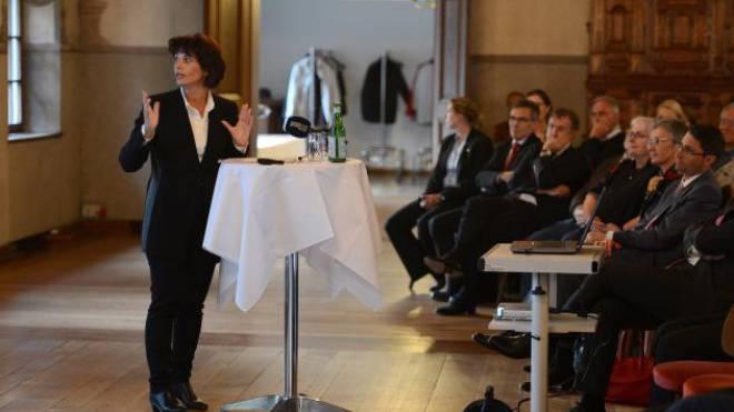 Polemischer Auftritt: Verkehrsministerin Doris Leuthard lenkte mit ihrer Rede im Basler Schützenhaus geschickt von ihren Problemen ab. Foto: Juri Junkov