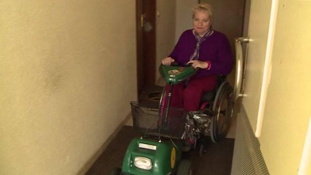 Rollstuhrfahrerin streitet mit Vermieter