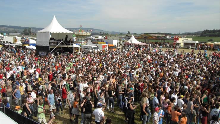 2006: Zum ersten Mal findet das Argovia Fäscht auf dem Birrfeld statt.