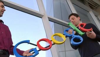 Altes Bild - neue Unternehmensstruktur: Google-Chef Larry Page (links) kündigt Holding-Gründung an (Archivbild)