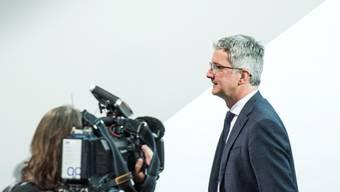 Der VW-Konzern trennt sich per sofort von dem derzeit in Untersuchungshaft sitzenden Audi-Chef-Rupert Stadler. Diesem wird von der Staatsanwaltschaft Behinderung der Ermittlungen im Dieselskandal vorgeworfen. Im Bild Stadler bei der Audi-Bilanzmedienkonferenz im Jahr 2017. (Archivbild)