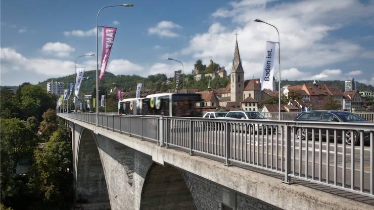 Ab 2040 soll die Hochbrücke als Trassee für die Limmattalbahn dienen. Dies ist den Gegenern der Bahn ein Dorn im Auge.