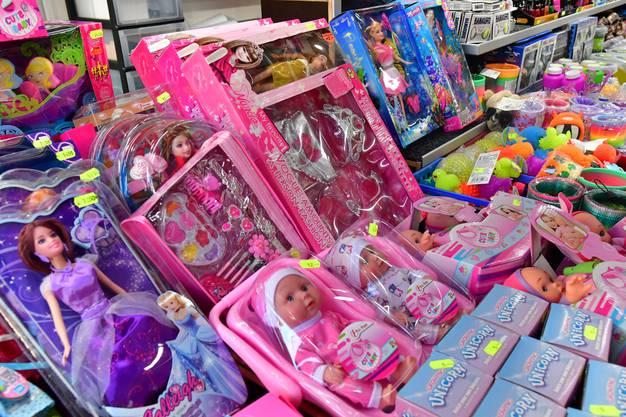 Knallpink: Puppen und Barbies.