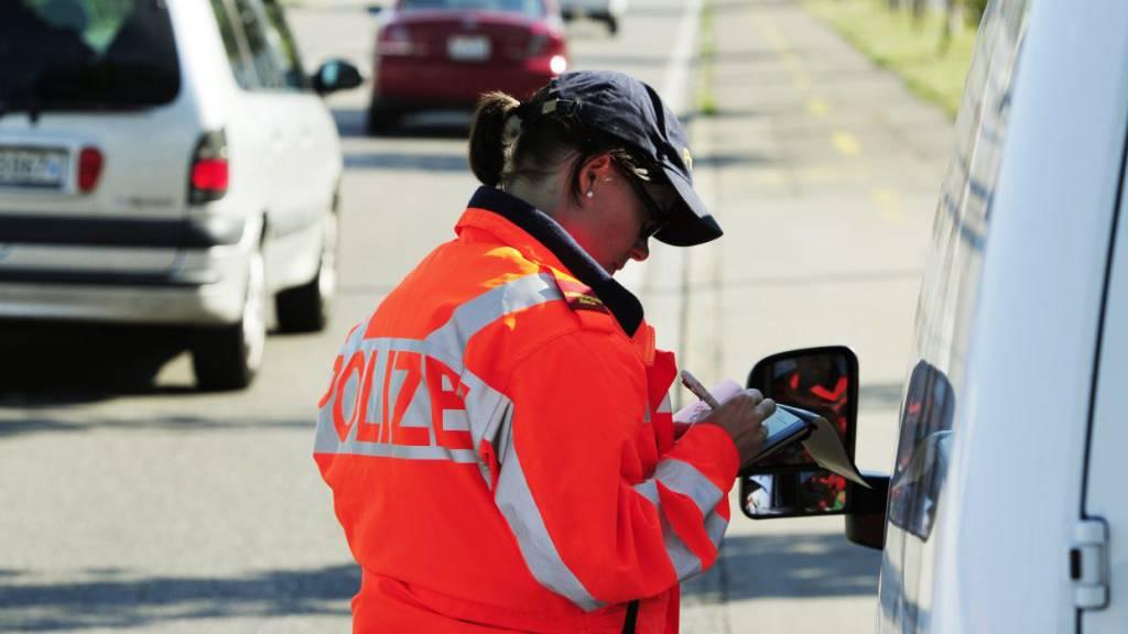 Laut der Stadtpolizei Winterthur ist am Samstagabend in Wülflingen ZH ein 85-Jähriger bei einem Verkehrsunfall ums Leben gekommen. (Symbolbild)