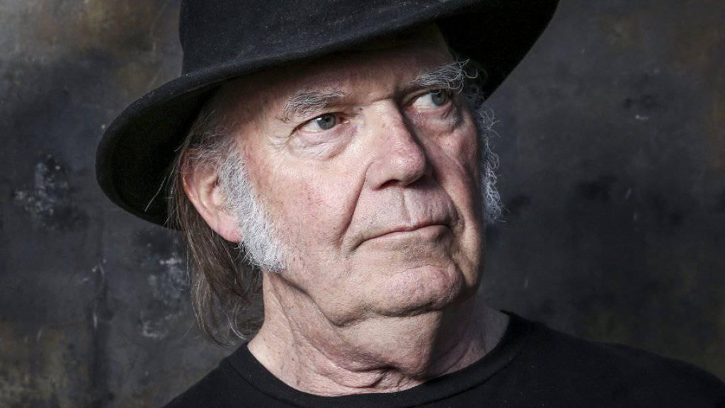 Bis Ende Juni 2018 stellt der kanadische Musiker Neil Young im Internet sämtliche Alben gratis zum Download bereit. (Archivbild)