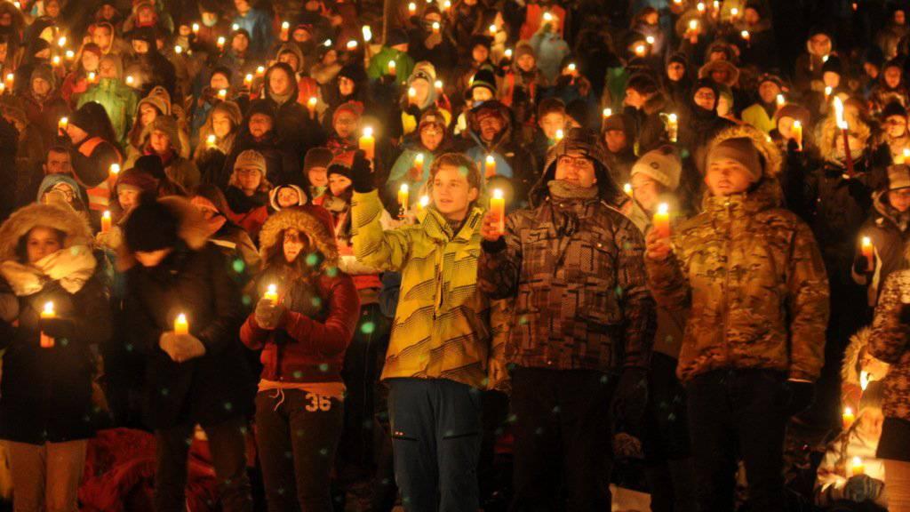 Lichtermeer in der Ranftschlucht: Über 1400 Kinder und Jugendliche nahmen am Ranfttreffen 2016 teil. (Bild zvg)