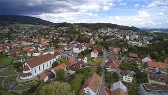 Blick über Erlinsbach. Die beiden Gemeinden unterscheidet nicht nur ihre Kantonszugehörigkeit, wie die Resultate aus einer repräsentativen Bevölkerungsumfrage zeigen.