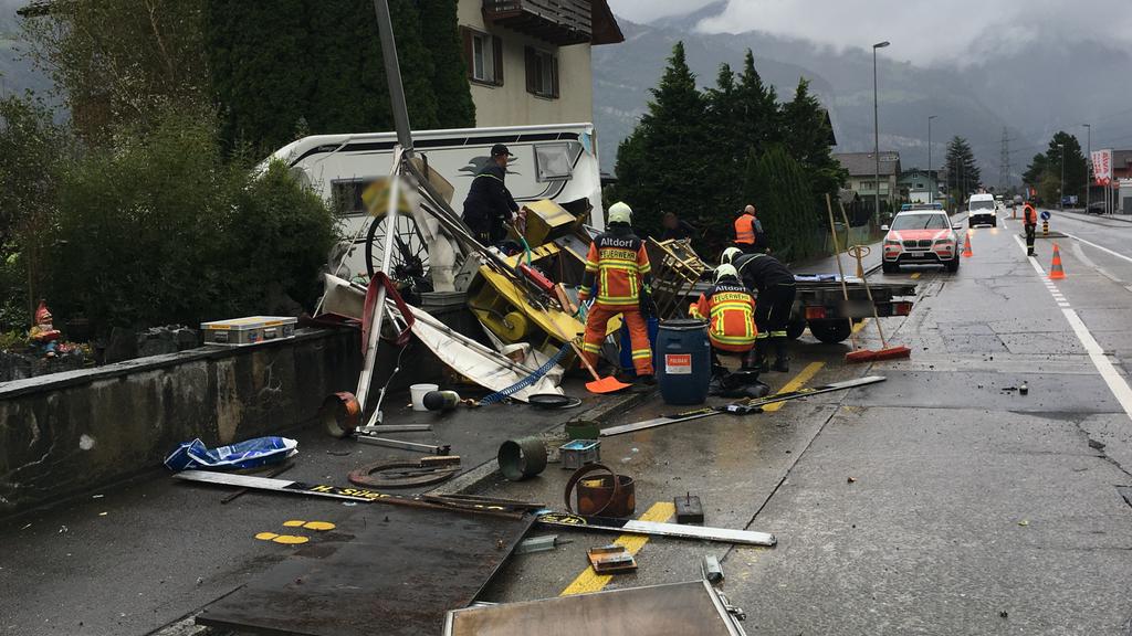 Anhänger macht sich in Altdorf selbständig und rammt Wohnmobil