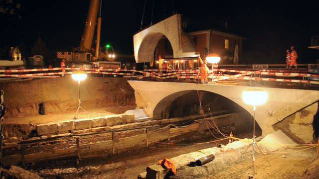 Bei Nacht und Nebel: Die Suhrebrücke wird verbreitert
