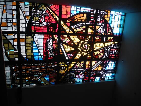 Bruder Klaus, Kirche. Jubiläum, Kunst Das Betonglasfenster in der katholischen Kirche Urdorf wurde von Piero Travaglini geschaffen und zeigt Bruder Klaus sowie Symbole, die auf die Werke der Barmherzigkeit hinweisen.