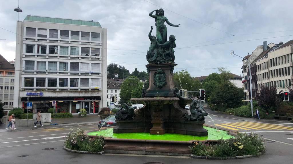 Zu Ehren des FCSG: Stadt färbt Brunnen grün ein