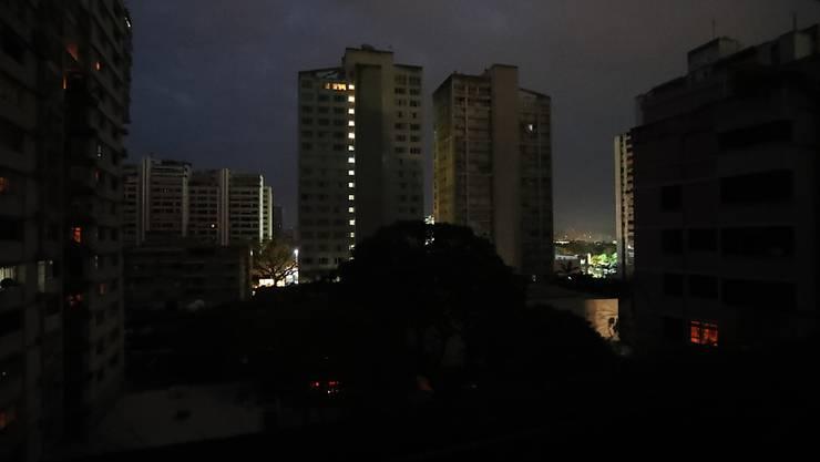 Nur noch die Notfall-Beleuchtung funktioniert: Stromausfall in der venezolanischen Hauptstadt Caracas.