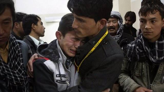 Trauer nach dem Bombenanschlag auf einen Basar in Pakistan