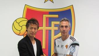 Yoichiro Kakitani wird von Trainer Paolo Sousa begrüsst