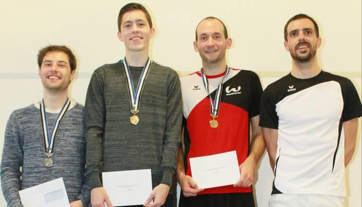 Das Siegerpodest im Herreneinzel (von links): Pascal Knecht (2.), Flurin Furrer (1.), Marc Lutz (3.), Johannes Sam (4.)