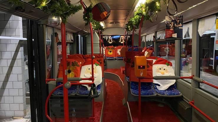 Der Weihnachtsbus der Busbetriebe Olten Gösgen Gäu.