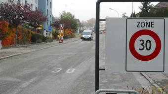 Nicht alle Tempo-30-Zonen haben sich bewährt – laut SVP auch nicht jene hier an der Kastelsstrasse.  fup