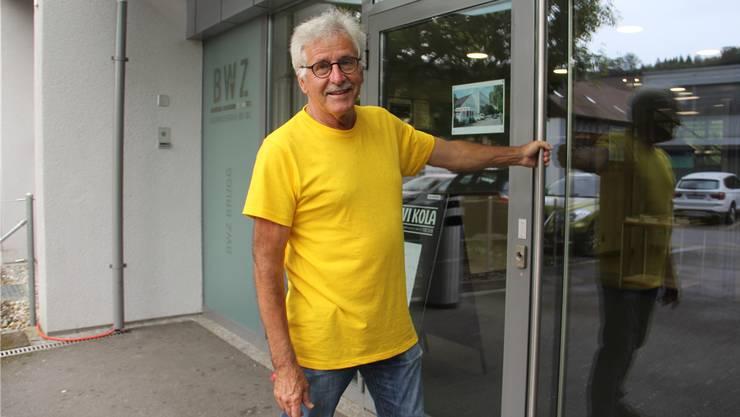 Herbert Meier öffnet die Tür zum Helfer-Zentrum im BWZ.