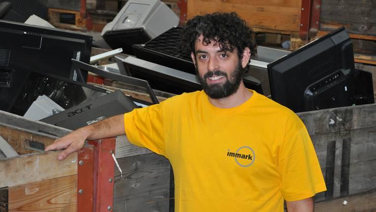 Das ist das Tummelfeld eines Recyclisten: David Moreno inmitten von Elektronikschrott.