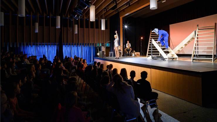 Die Bremer Stadtmusikanten erfreuten gestern die Schüler in der Aula der Schule Neuenhof.