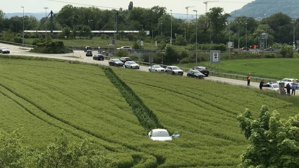 Betrunkener rast mit 1,4 Promille in Getreidefeld