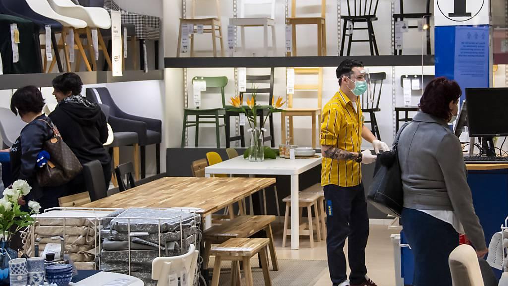 Über 13'000 Personen fordern mit einer Petition mehr Transparenz beim Holz für Ikea-Möbel. (Archivbild)