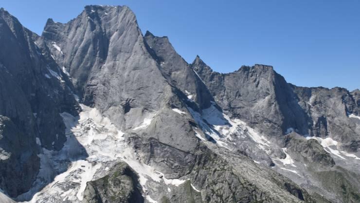 Am Freitagmorgen sind zwei Alpinisten im Aufstieg zum Piz Badile im Graubünden abgestürzt. Sie wurden mittelschwer bis schwer verletzt.
