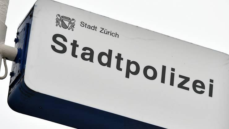 Ein verwirrter Mann sorgte in der Nacht auf Freitag für einen grösseren Einsatz der Stadtpolizei Zürich. (Symbolbild)