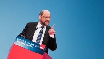 In Schieflage: Das scheint die SPD von Martin Schulz zu sein. Die Genossen sind nach der Abstimmung über die Koalitionsgespräche gespalten.