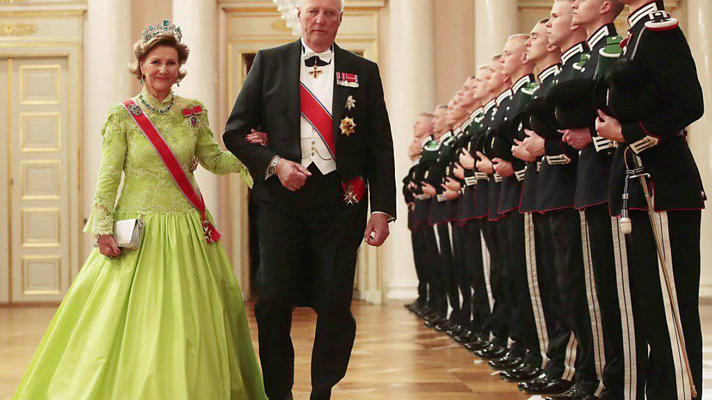 König Harald mit Königin Sonja im Schloss in Oslo.