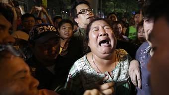 Nach dem Anschlag suchen Menschen verzweifelt nach ihren Angehörigen.