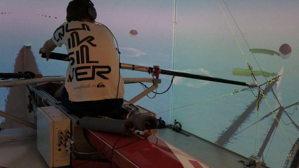 Der Rudersimulator analysiert immer wieder neu die Bewegungen und gibt individuelles Feedback.