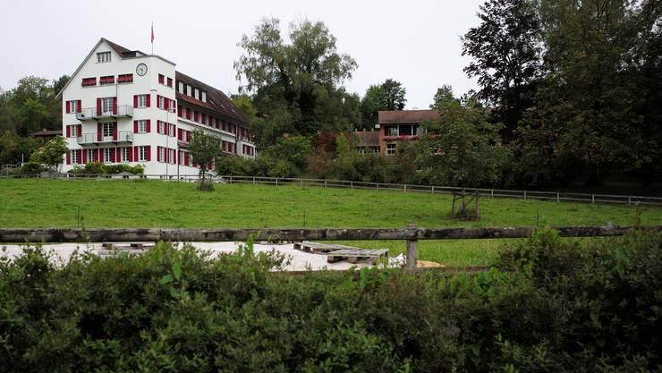Aussenansicht des Erlenhofs (Zentrum für Neuorientierung, Entwicklung und Ausbildung) in Reinach.