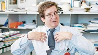 Neurochirurg Javier Fandino wechselt ab sofort zur Hirslanden-Gruppe.