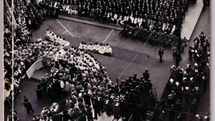 Eine gewaltige Show der Selbstliebe: Die Publikation zur Basler Jubiläumsfeier 1957.